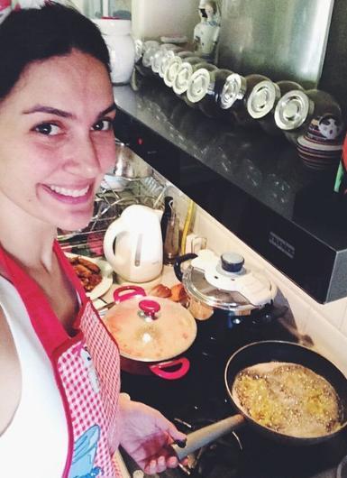 Bergüzar Korel vakit buldukça mutfağa girip yemek yapıyor.