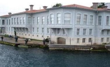 Başrollerin Kıvanç Tatltuğ ve Songül Öden'in paylaştığı Gümüş dizisi Boğaz'daki Abud Efendi Yalısı'nda çekiliyordu.