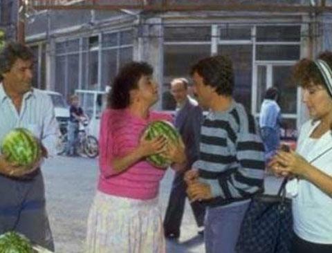 TV tarihine damga vuran dizilerden biri olan Perihan Abla, İstanbul'un Kuzguncuk ilçesinde çekildi..