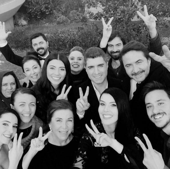 """Özcan Deniz  50 haftadir bu """"STARLARIN""""sirtladigi bir dizidir KYG..#kaderiminyazildigigun .."""