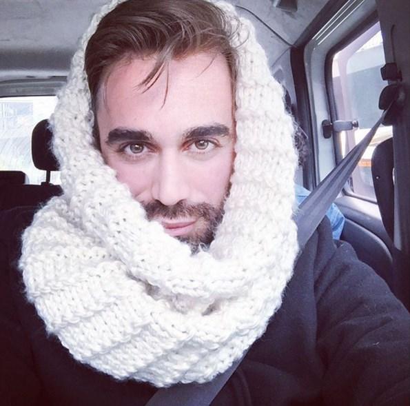 Kemal Doğulu Çok soğuktu ve sevmiyordu üşümeyi 😔👻😁