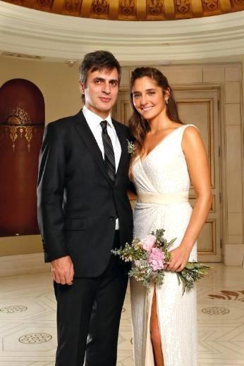 TEOMAN - AYŞE KAYA  Şarkıcı Teoman, 12 yıllık arkadaşı ve iki yıllık eşi Ayşe Kaya'dan anlaşmalı olarak tek celsede boşandı.