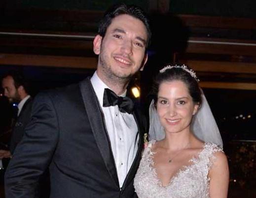 HALİL ERCAN - FERDA KARADAVUT  Oyuncu Halil Ercan, Yıldız Hisar'da müzisyen Ferda Karadavut'la evlendi.Çiftin düğününe sanat dünyasından yakın dostları katıldı.
