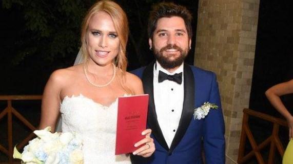 CEYHUN FERSOY - BEGÜM ÖNER  'Seksenler' dizisinde tanışıp aşk yaşayan Ceyhun Fersoy ve Begüm Öner, Sarıyer'de kır düğünüyle hayatını birleştirdi.
