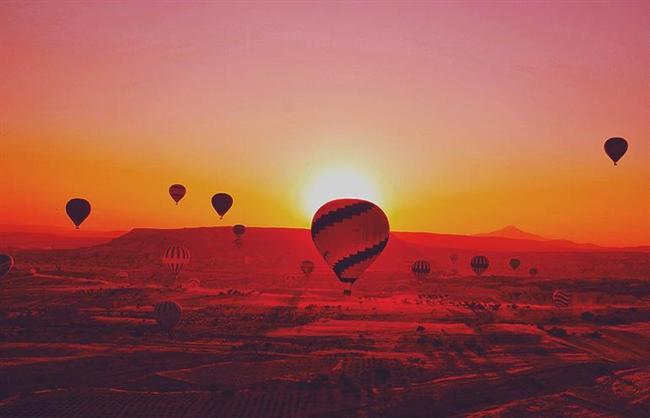 KOMŞULARA KAÇIN  ANKARA VE CİVARI  Hızlı trenle Eskişehir'e gidip üniversitelilerle eğlenebilirsiniz. Yahut Kapadokya'ya kaçıp Sacred House'da konaklayabilir, yeni yılın ilk ışıklarında balon gezisi yapabilirsiniz.