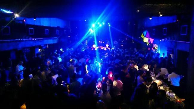 BİTMEYEN EĞLENCE  KLEIN / İSTANBUL  Son dönemin en popüler gece kulübü... DJ'ler Orkun Bozdemir ve Koray T'nin sabaha kadar sürecek performanslarıyla yeni yıla tepine tepine eğlenerek girebilirsiniz. / Şişli;
