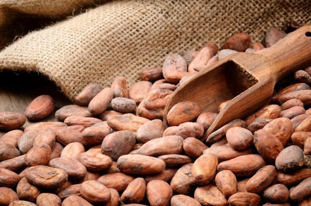 Kakao  Çikolatayı çok sevdiğimiz bir gerçek ama aslında çikolata işlem gördüğünde çok fazla yağ ve katkı içeriyor. Bunun yerine kakao tüketmek düşündüğünüzden çok daha sağlıklı vitaminleri barındırıyor ve verdiği mutluluk daha fazla oluyor.