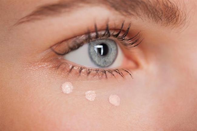 Göz altındaki morluklar kapatıcı ile kapatılır.
