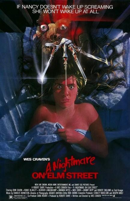 A Nightmare on Elm Street / Elm Sokağı'nda Kabus (1984)  Los Angeles'taki bir mahallede gençler tuhaf bir şekilde ölmeye başlarlar. Parmaklarında jilet keskinliğinde bıçaklar olan korkunç bir adamın bulunduğu kabuslar uyurken canlarını almaktadır. Rüyalardaki bu hayalet, yıllar önce çocuklarını öldürdüğü aileler tarafından linç edilen sapık Fred Krueger'dan başkası değildir. Freddy her nasılsa şimdi geri dönmüş, yeni yetmeleri bir bir rüyalarında öldürerek intikam almaktadır. Eğer Freddy peşinizdeyse tek çare uykuya direnmekte midir? Yoksa onunla kendi kabusunda yüzleşmekte mi? 1980'lere damgasını vurarak Wes Craven'ı şimdi haklı olarak kurulmuş oturduğu tahtına çıkaran Elm Sokağı Kabusu, sonradan defalarca geri dönecek olan Freddy karakterine hayat veren Robert Englund'un da katkısıyla, ölmekte olan bir janrı diriltecektir.