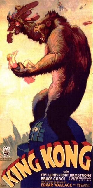 King Kong (1933)  Bir kurban törenine hesapta olmayan bir şekilde karışmak ve yaşananlara müdahale etmeye çalışmak herkesi huzursuz edecektir illa ki. Carl Denham yönetimindeki bir film ekibi bu işe soyunmak zorunda kalmıştır. Sarışın başrol oyuncusu Ann Darrow'u gözlerine kestiren yerliler daha sonra kampı basıp genç kadını kaçırırlar. Ann'i zincire vurup, tanrı olarak tapındıkları Kong isimli dev bir gorile kurban etmeye kalkışırlar. Ancak goril Ann'e aşık olur. Durumdan kendine görev çıkaran Darrow ve ekibince etkisiz hale getirip, bir Broadway şovunda kullanmak üzere gemiyle New York'a taşınır. Ancak her şeyin karşısında sapasağlam duracaktır. King Kong, sinema tarihine ve fantastik eserlere en çok damgasını vurmuş yapımlardan biri.