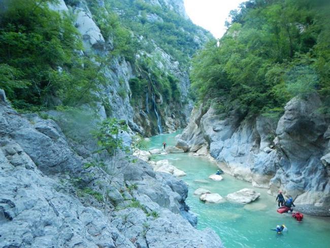 Kastamonu'da bulunan Valla Kanyonu'nu geçmek.