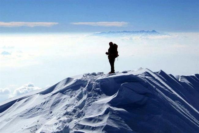 Ağrı Dağı'nın zirvesine çıkmak.