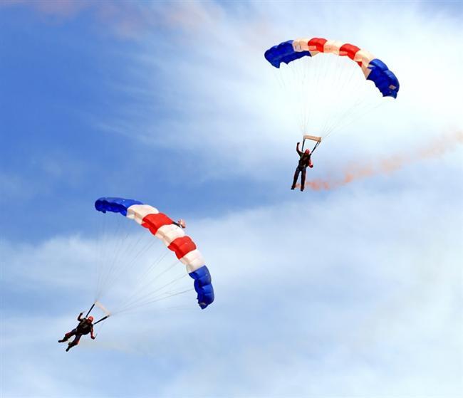 İzmir - Selçuk'ta paraşüt atlayışı.