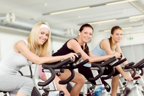 Mart: Egzersiz yapmaya başlayın!  Başta sıkı bir egzersiz programı uygulamanız gerekmez; haftada iki kez spor salonuna uğramanız yeterli olur. Bu sayede, fazla kilolarınızdan kurtulmak için ilk adımı da atmış olursunuz.