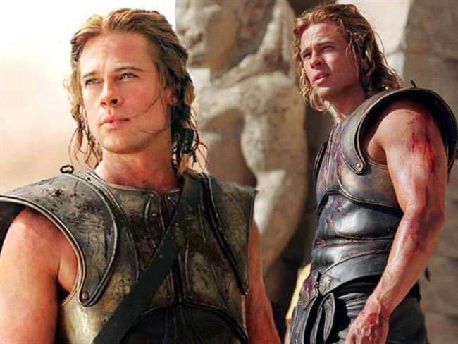 Achilles (Troy & Truva)  Yıl Milattan Önce 1250. Bronz Çağının sonlarına doğru. İki gelişmekte olan millet, Truva Prensi Paris'in ardından çatışmaya girer. Paris, Isparta Kraliçesi, Helen'i, kocası Menelaus'u terk etmesi ve kendisi ile birlikte Truva'ya gelmesi için ikna eder. Menelaus, karısının Truvalılar tarafından ele geçirildiğini öğrenince kardeşi Agamemnon'dan yardım ister. Agamemnon, bu durumu güç elde etmek adına bir fırsat olara görür. Bunun üzerine 50.000 Yunanlı taşıyan 1000 gemiyle Truva'ya savaş açarlar. Yunanlı kahraman Aşil'in de desteği ile Yunanlılar, asla yenilmeyen Truvalılar ile savaşa başlarlar. Ancak Hektor, karşısında durmak zorunda kalırlar. Film, Wolfgang Petersen'in merceğinden, bu mücadeleyi ve çizilmekte olan kaderin hikayesini anlatır.