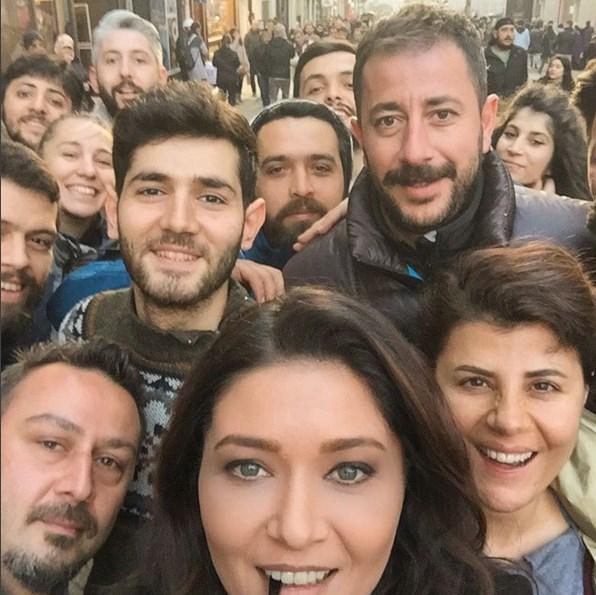 Nurgül Yeşilçay  Bugün bütün ekip Taksim in göbeğindeydik😄😄