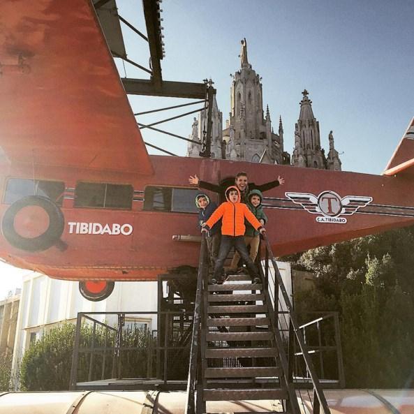 Gülben Ergen  kocaman kırmızı uçak #anılar #telefonhafızasıtemizliği #fotoğraflar #biz #bizimkiler #benimkiler ❤️💙💚