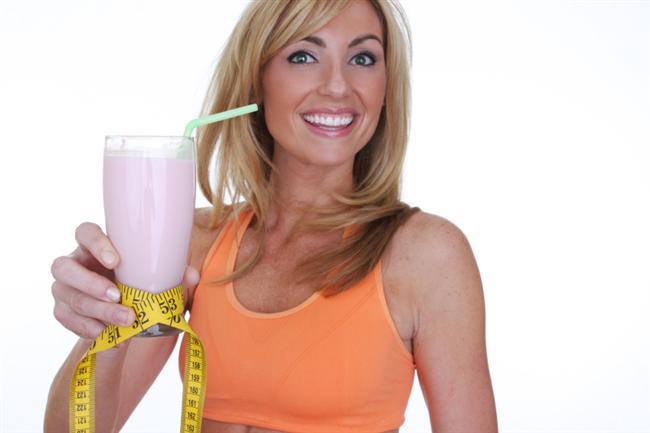 Yatmadan önce protein tozu için  Her ne kadar yatmadan önce bir şeyler yemek ya da kalorili gıdalar tüketmek tüm uzmanların karşı olduğu bir konu olsa da, yatmadan 30-60 dakika önce içilen 150 kalorilik protein tozu metabolizmayı hızlandırıyor, kan basıncını düşürüyor ve vücut fonksiyonlarının daha iyi çalışmasına olanak sağlıyor.