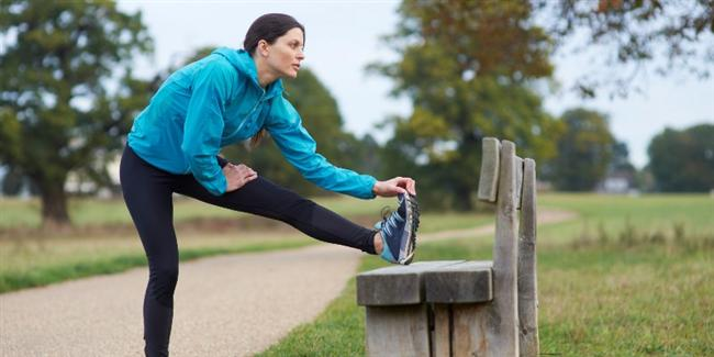 Egzersizi ihmal etmeyin…  Düzenli yapılan egzersizin birçok faydası yanında soğuk havalara bağlı soğuk algınlığı ve gribal hastalıklara karşı dayanıklılığı arttırdığı biliniyor. Düzenli egzersiz yapanlar bu hastalıklara hem yüzde 50 daha seyrek yakalanıyor hem de yakalandığında kendini yorgun hissetmiyorsa, egzersize devam etmekle yüzde 30 çok daha çabuk iyileşiyor. Soğukta yapılan egzersiz bu açıdan daha da faydalı görülüyor. Yine de alışık olmayanların spor salonlarında yapması öneriliyor.