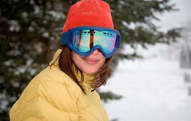 Gözlerimizi unutmayalım  Ayrıca mutlaka yanınızda bulunması  gereken malzemeden birisi de kar gözlüğü; göz kuruması ve kızarıklığını engelliyor.