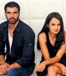 SELİN DEMİRATAR VE MEHMET AKİF ALAKURT  Adanalı dizisinin setinde birbirlerine aşık oldular. Ama onların da ilişkisi uzun sürmedi.
