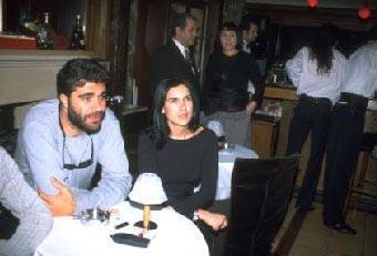 VELİ ÇELİK VE ŞEVVAL SAM  Veli Çelik,yönetmenliğini üstlendiği Aşkın Dağlarda Gezer dizisinde rol alan Şevval Sam'la aşk yaşadı.
