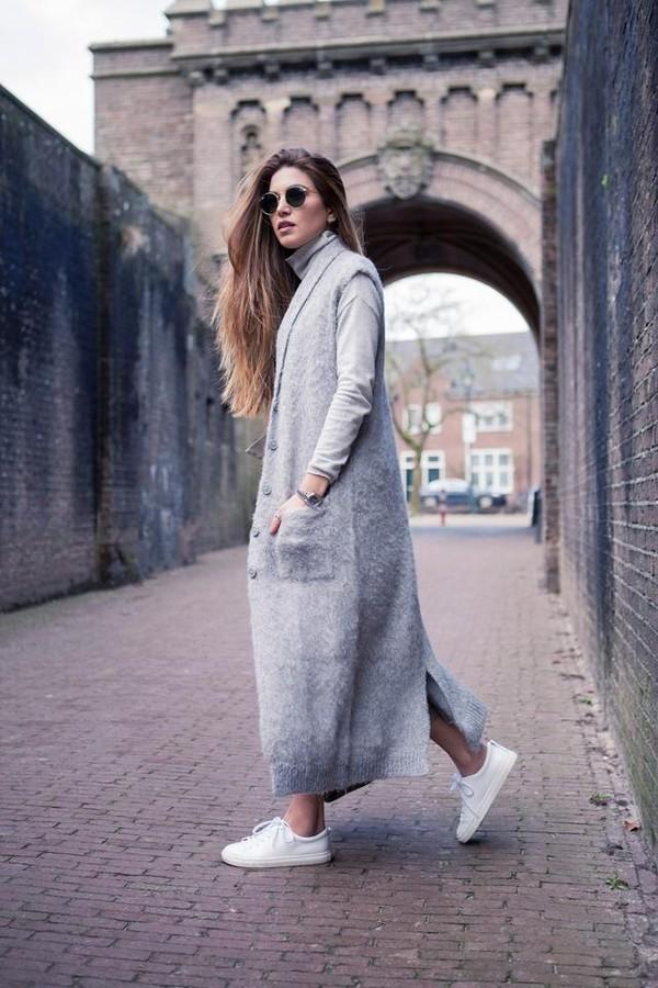 Havalar çok soğuk ama siz yine de yazlık kıyafet giymek istiyor fakat üşümekten korkuyorsanız, kıyafetinizi uzun bir hırkayla kombinleyebilirsiniz. İşte birkaç kombin önerisi...