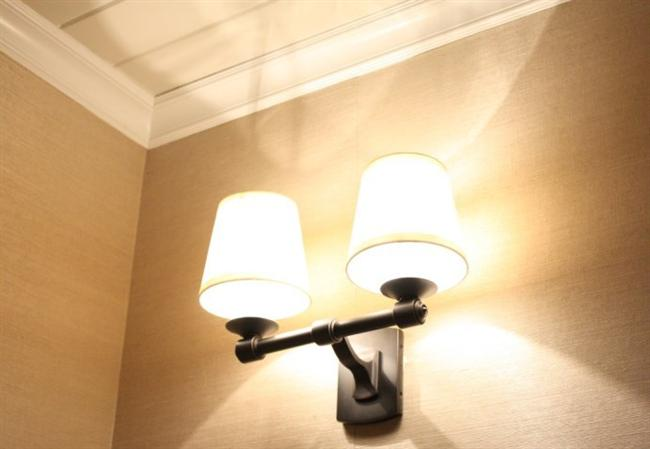Odanın ışığını evin erkeği yakarsa o ev daima nur içerisinde ve bereketli olur.