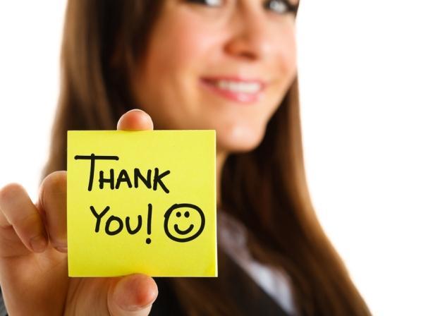 •  Teşekkür etmeyi de özür dilemeyi de bilin!  Pek çok kişi teşekkür etmeye hele de özür dilemeye yanaşmıyor. Bunda, her iki eylemin de bir zayıflık olarak görülebileceği düşüncesinin yanında egonun baskın çıkması ya da karşısındaki kişinin iyi niyetini suiistimal edeceği düşüncesi de etkili oluyor. Oysa sevgi ve mutluluk nasıl paylaştıkça çoğalırsa, teşekkür etmek ya da özür dilemek de ilişkilerin daha da geliştirilmesinde yardımcı oluyor.