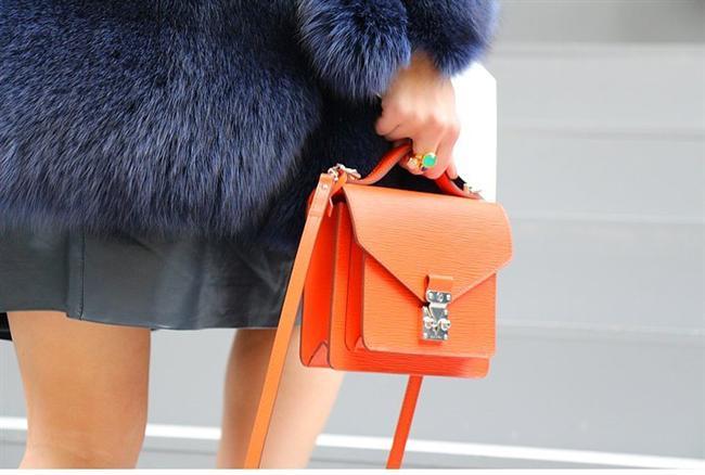 Renkli Aksesuarlar  Çanta ve ayakkabıları olabilecek en alakasız, en canlı renkler içinden seçmek için en uygun zaman.