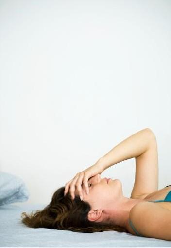 ÇIMGIŞMAK  Vücutta el, kol, ayak ve bacaklar başta olmak üzere bir bölgenin uyuşması sonucu ortaya çıkan hafif sancı