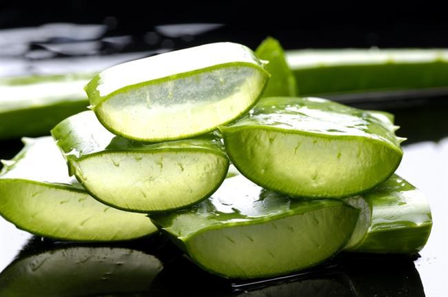 Aloe vera maskesi  Aloe vera birçok bakım ürününde kullanılmaktadır. Özellikle cilt bakımında kullanılan aloe verayı sizler de saçlarınızın çabuk uzaması için kullanabilirsiniz. Yarım tatlı kaşığı bal, 1 çorba kaşığı limon suyu ve 1 fincan aloe verayı güzelce karıştırın. Karışımı saçlarınıza sürdükten sonra yarım saat bekleyin ve ardından saçlarınızı durulayın. Bu maskeyi düzenli aralıklara yaparsanız, canlı, parlak ve uzun saçlarınız olacaktır.