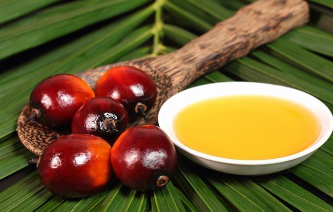 Palmiye yağı  Uzun saçlara sahip olmanız için sizlere tavsiyelerimizden biri de, palmiye yağı. Saç uzatmada E vitamini oldukça etkilidir ve palmiye yağı da bu noktada derdinize dermandır. E vitamini yönünden oldukça zengin olan palmiye yağını, haftada 1-2 defa derinize temas ettirmeden saçlarınıza sürün. 10 dakika gibi kısa bir süre bekledikten sonra saçlarınızı şampuanlayın ve ardından güzelce durulayın. Palmiye yağı saçlarınızın uzamasını sağlayacağı gibi, aynı zamanda saçlarınızı güneşin zararlı ışınlarından, klordan ve deniz suyunun tahribatından da korur.