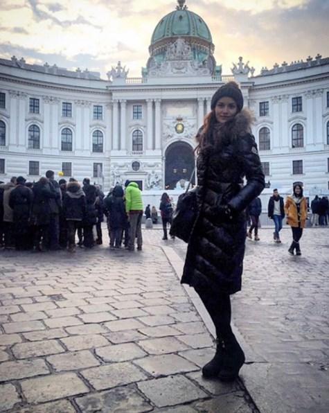 Fahriye Evcen  Viyanadaki hayranlarimiza selamlar. Dünkü yasanan olaylar bizi cok üzdü, hepinizi cok seviyoruz. Kendinize dikkat edin sevgiler.. 💐