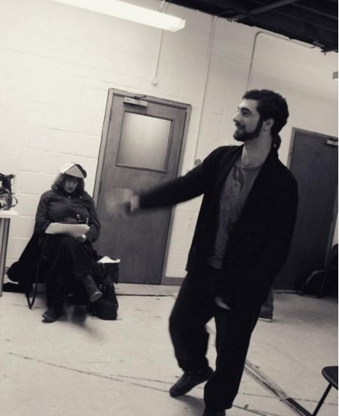 """İlker Kaleli  2009 Lamda. Rehearsal for """"The Seagull"""" by Anton Checkhov. """"Martı"""" provasından. 2009. Lamda. (Saçın arkasında görünen siyahlık kuyruk değil, ne olduğunu ben de anlamadım.) not: arkadaki ayağı görünce anladım, bizimkilerden biriymiş, teşekkürler"""