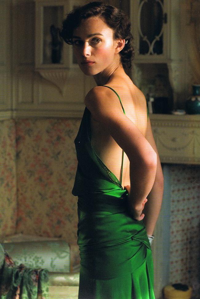 Keira Knightley'in 2007 yapımı Kefaret(Atonement) filminde giydiği yeşil ipek elbise