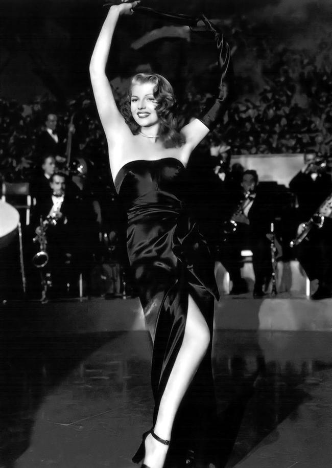 Rita Hayworth'un 1946 yapımı Gilda filminde giydiği bu ikonik elbise