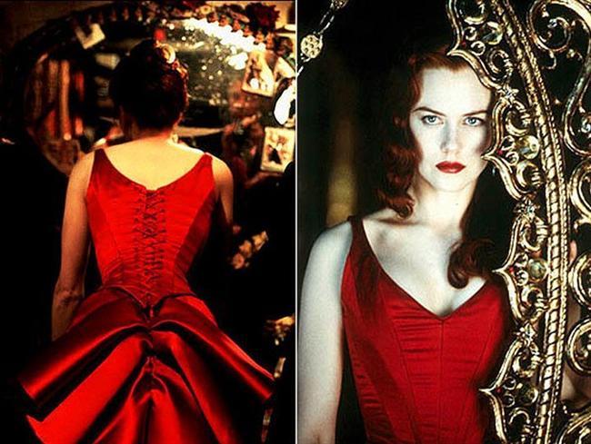 Herkesin izlediği filmlerde favorisi olan ve en azından bir kez olsun giymek istediği elbiseler vardır.   İşte o filmlerdeki muhteşem elbiseler...  2001 yapımı Kırmızı Değirmen(Moulin Rouge!) müzikalinde Nicole Kidman'ın giydiği kırmızı elbise