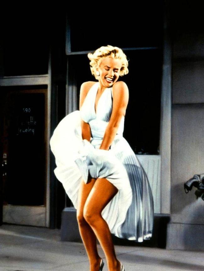 1955 yapımı Yaz Bekarı(The Seven Year Itch) filminde Marilyn Monroe'nun kendisiyle özdeşleşen bu beyaz elbise