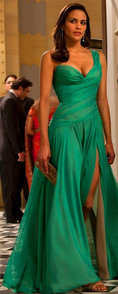 Görevimiz Tehlike serisinin 4. filminde Paula Patton'a çok yakışan bu elbise