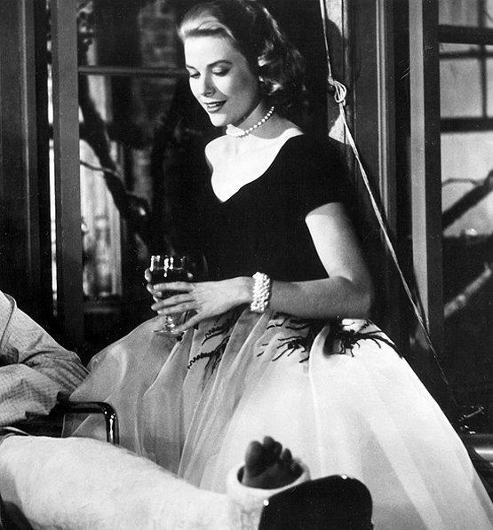 1954 yapımı Arka Pencere(Rear Window) filminde Grace Kelly ile özdeşleşen bu elbise