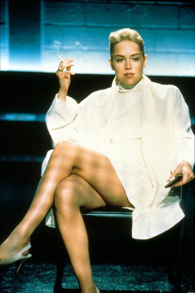Sharon Stone'un 1992 yapımı Temel İçgüdü(Basic Instinct) filminin meşhur sahnesinde giydiği beyaz elbise.