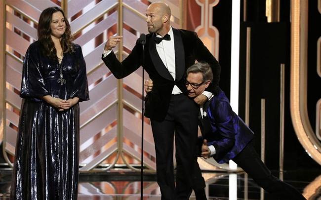 """""""Oscar'ın habercisi"""" olarak değerlendirilen """"Altın Küre"""" ödülleri Kaliforniya'nın Beverly Hills şehrinde düzenlenen törenle sahiplerini buldu."""