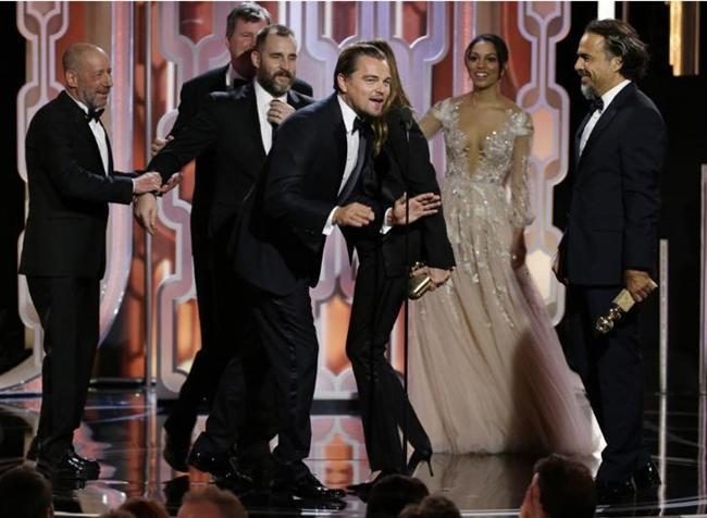 The Revenant (Diriliş) filmi Drama dalında En İyi Film ödülünün sahibi olurken, filmin başrol oyuncusu Leonardo DiCaprio drama dalında En İyi Erkek Oyuncu, filmin yönetmeni Alejandro Gonzalez Inarritu da En İyi Yönetmen ödülüne layık görüldü .