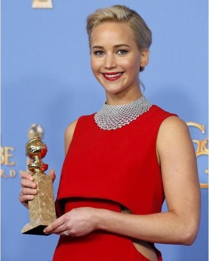 """Müzikal ve Komedi dalında En İyi Film ödülü ise Marslı'ya verildi. Bu dalın En İyi Kadın Oyuncusu, """"Joy"""" filmindeki rolüyle Jennifer Lawrence oldu."""