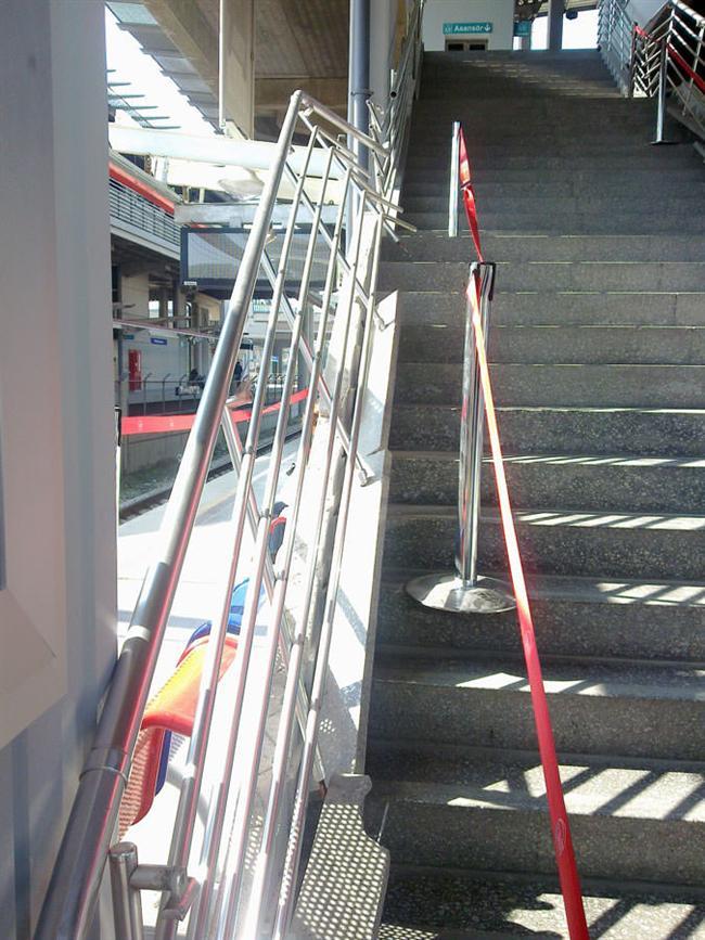 Ortak kullanım alanlarındaki merdivenlerin tırabzanları