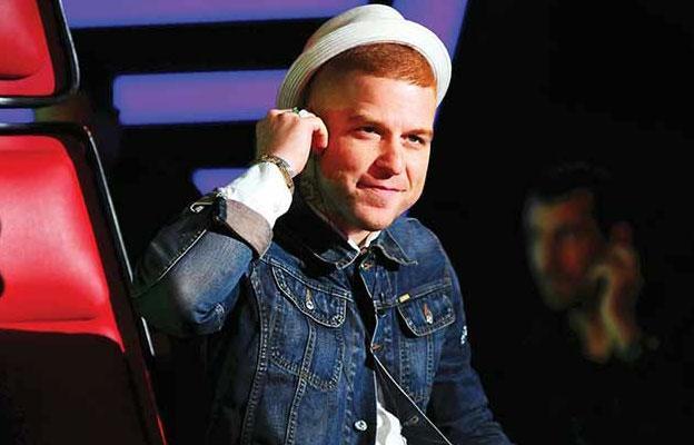 """2015'in Televizyondaki En Komik Anı   En iyi program kategorisinde birinciliği alamamış olsa da O Ses Türkiye, Gökhan ile bir kategoride ipi göğüsledi. """"Kolum çarptı"""" videosu ile 2015'te televizyondaki en komik anın yıldızı büyük farkla Gökhan oldu."""