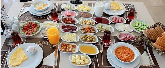 Kuş sütü eksik kahvaltıdan birkaç lokma alıp portakal suyunu fondiplemeden olmaz.