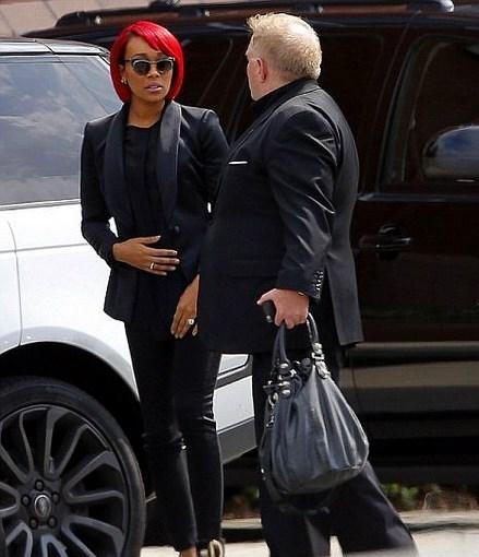 Monica Denise Brown - Bobbi Kristina Brown  Pek bir şey yapmadım dolabımdaki siyah kıyafetleri giydim geldim acım büyük.