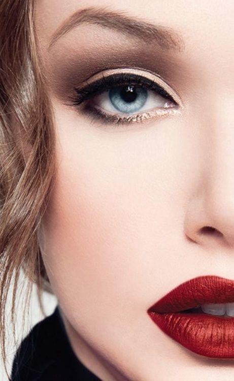 Akrep Burcu (24 Ekim – 22 Kasım)  Kendinden emin ve dikkat çekici akrep kadınlarının güzellik rutinlerinde öne çıkarması gereken nokta şüphesiz dudakları. Akrep kadınlarının makyaj masalarında kırmızı gibi iddialı renklerde rujların mutlaka bulunması gerekiyor. Dudak çerçeveleme konusunda yeteneklerinizi geliştirip en büyük silahınız olan dudaklarınızı kullanmalısınız.